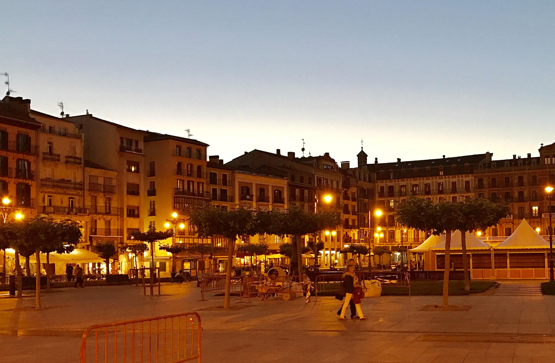 Pamplona iru acard pamplona al completo en franc s for Oficina turismo pamplona